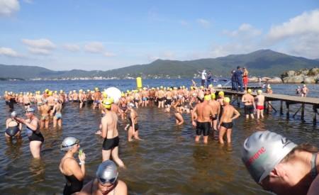 Gaúchos vencem travessia internacional de natação   FrancisSwim