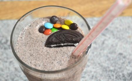 Receita: Milkshake de Negresco com M&Ms | Além do Look do Dia